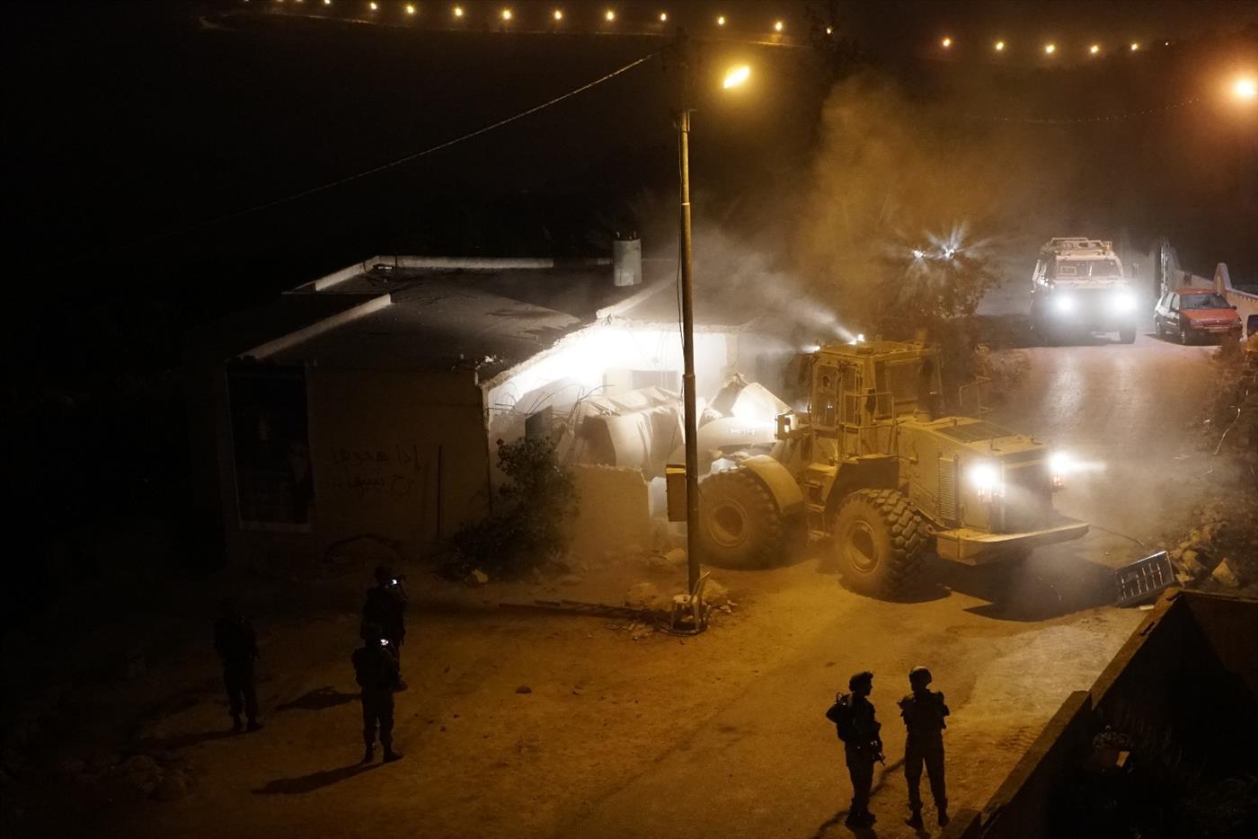 """4 חודשים לפיגוע: צה""""ל הרס קירות בבית המחבל"""