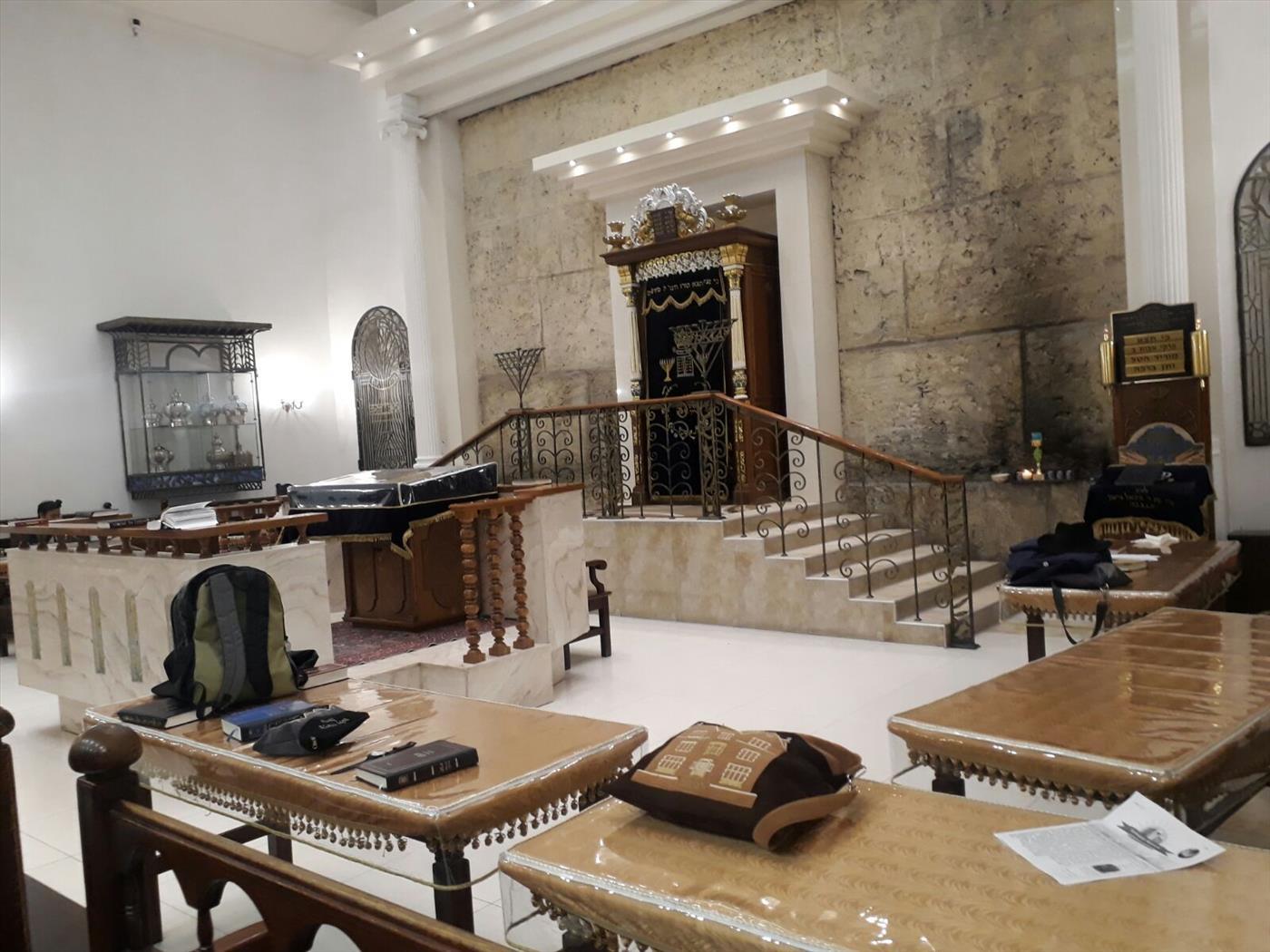 פנים בית הכנסת ברונייא