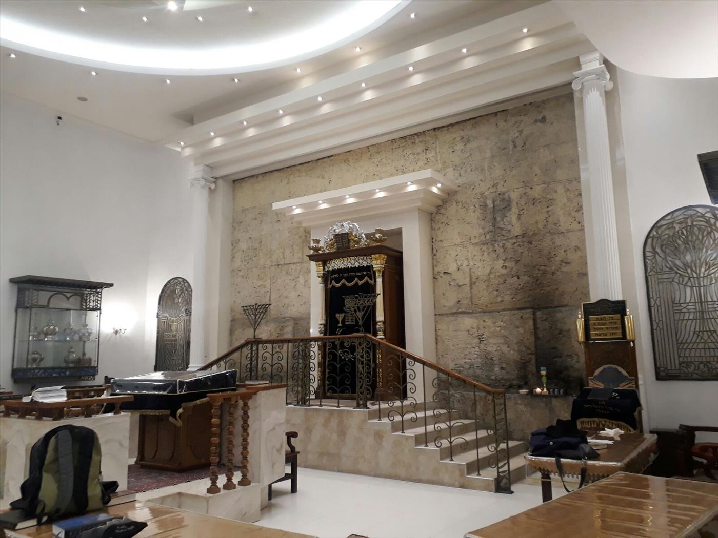 פים בית הכנסת ברונייא