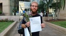 צפו: חוזרים להר הגיעו עם זר פרחים לשגרירות ירדן