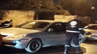 """ירושלים: ערבי במדים עם דגל אש""""ף הכווין את התנועה"""