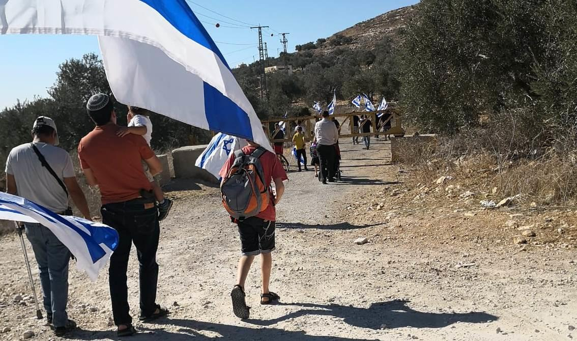 צעדת תושבי קדומים (צילום: אלה פרי)