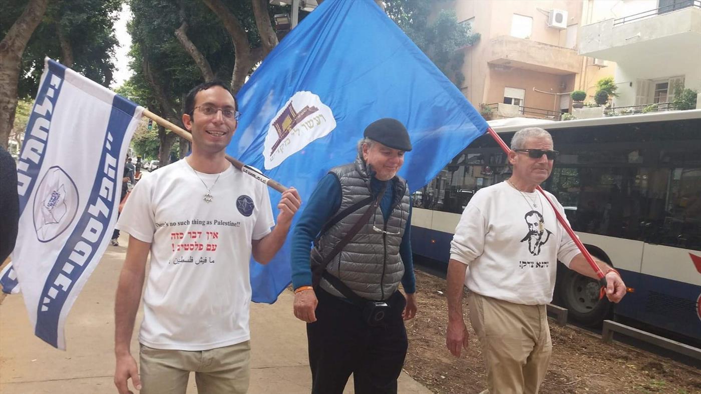 יעקב (מימין) באחת מצעדותיו (נתי סמדר)