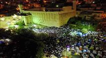 צפו: שירת הבקשות התחדשה בבית הכנסת העתיק בחברון