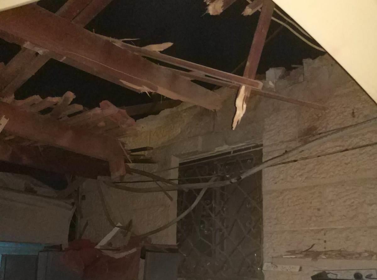 בית שנפגע מטיל בדרום. ארכיון (דוברות המשטרה)