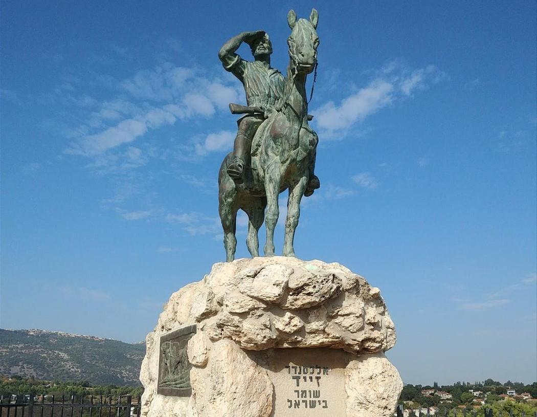 פסלו של אלכסנדר זייד  (עמית אררט)