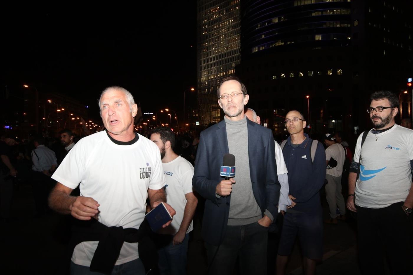 משה פייגלין וחיים ילין מפגינים בתל אביב (TPS)