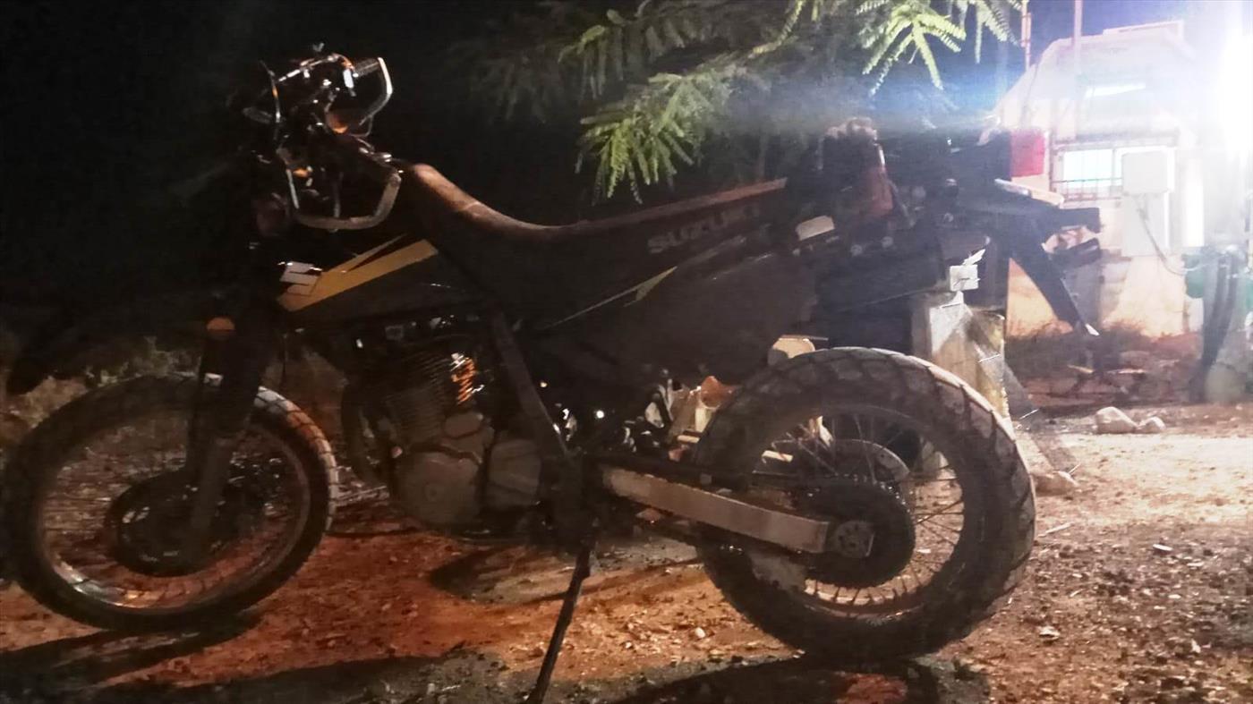 האופנוע שנגנב ואותר בידי התושבים (צילום: ביטחון מבואות יריחו)