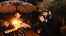 בגשם ובסערה: מאות בהדלקת נרות בשערי הר הבית