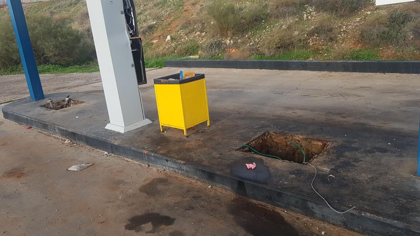 """תחנת הדלק שנשדדה (צילום: רבש""""צ גיתית)"""