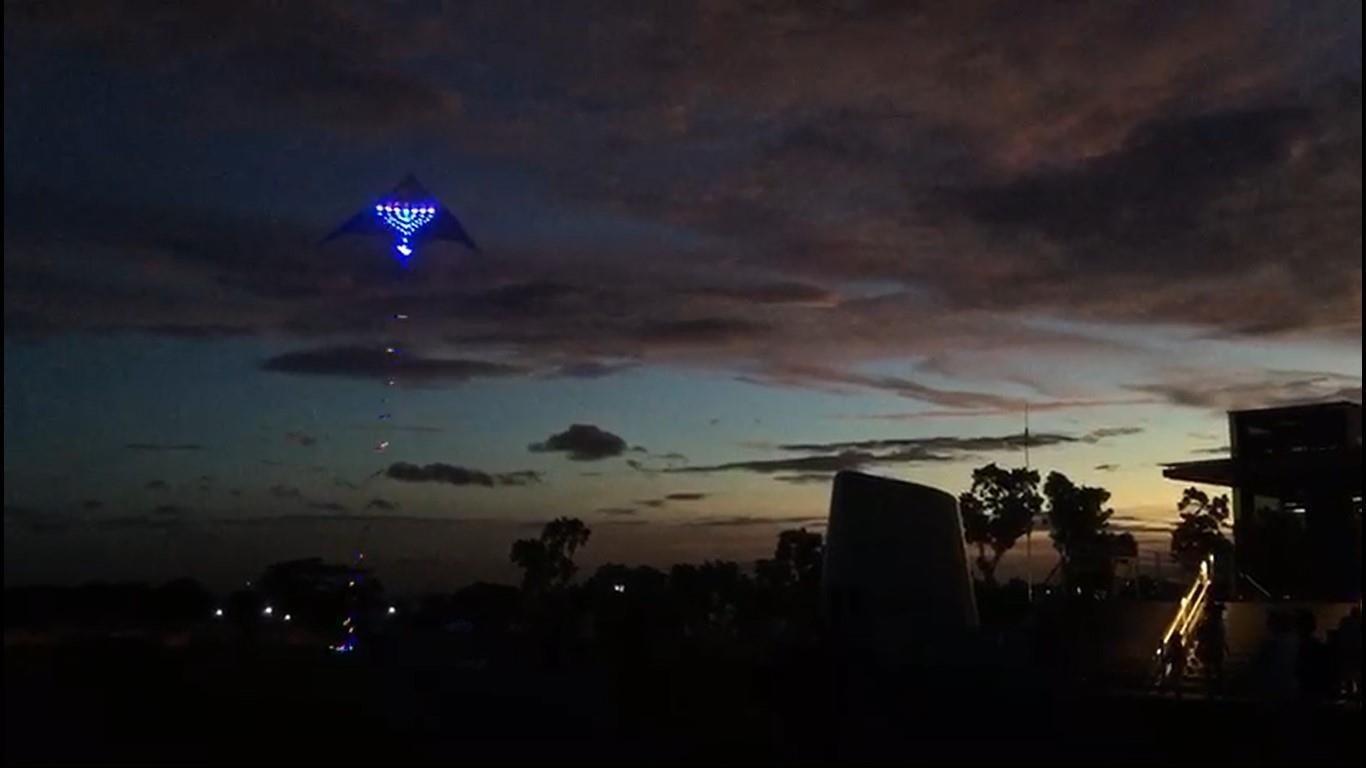 עפיפון המנורה בשמי סינגפור  (לב העולם)