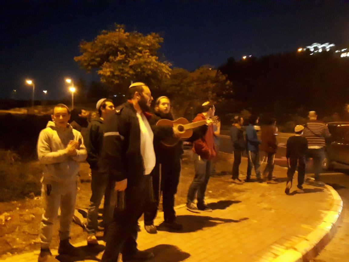 מפגינים בצומת עתניאל בהר חברון