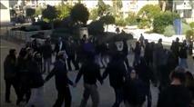 צפו: ריקודים סוערים מחוץ לבית המשפט לאחר השחרור
