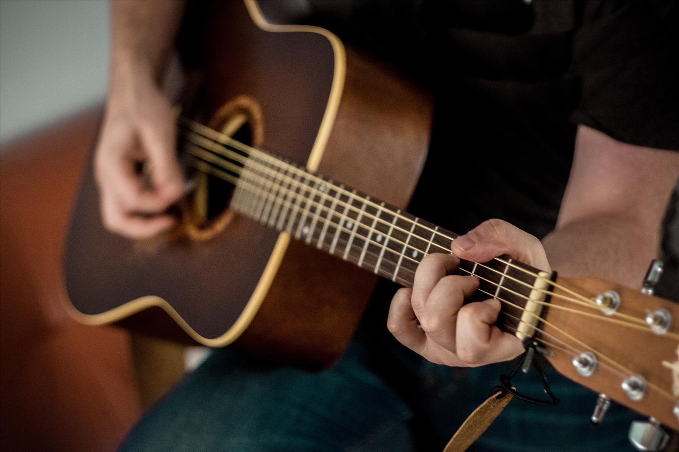 ללמוד לנגן על גיטרה בתוך 5 שבועות