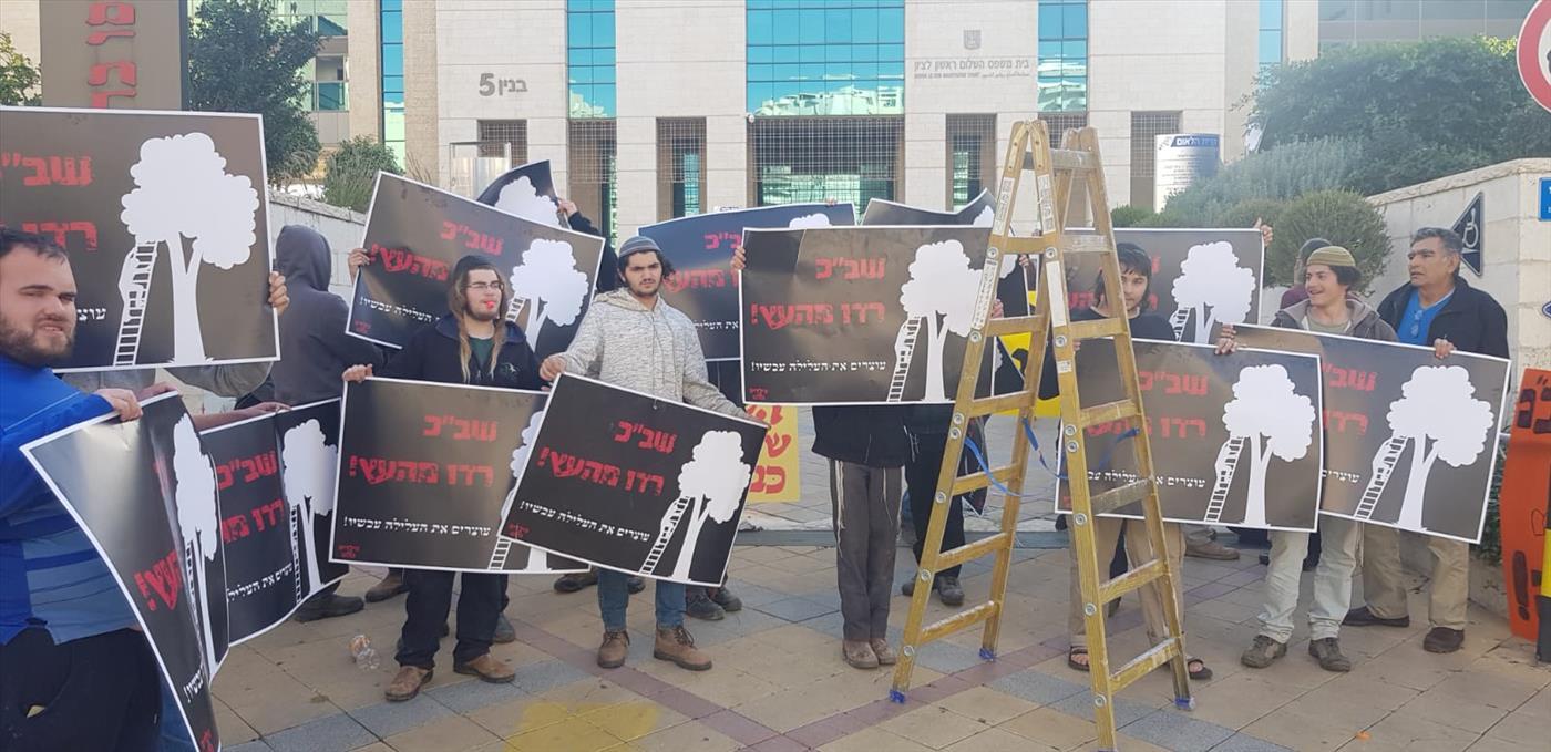 הפגנה אמש מול בית המשפט בדרישה לשחרר את הקטין  (יוסף פריסמו)