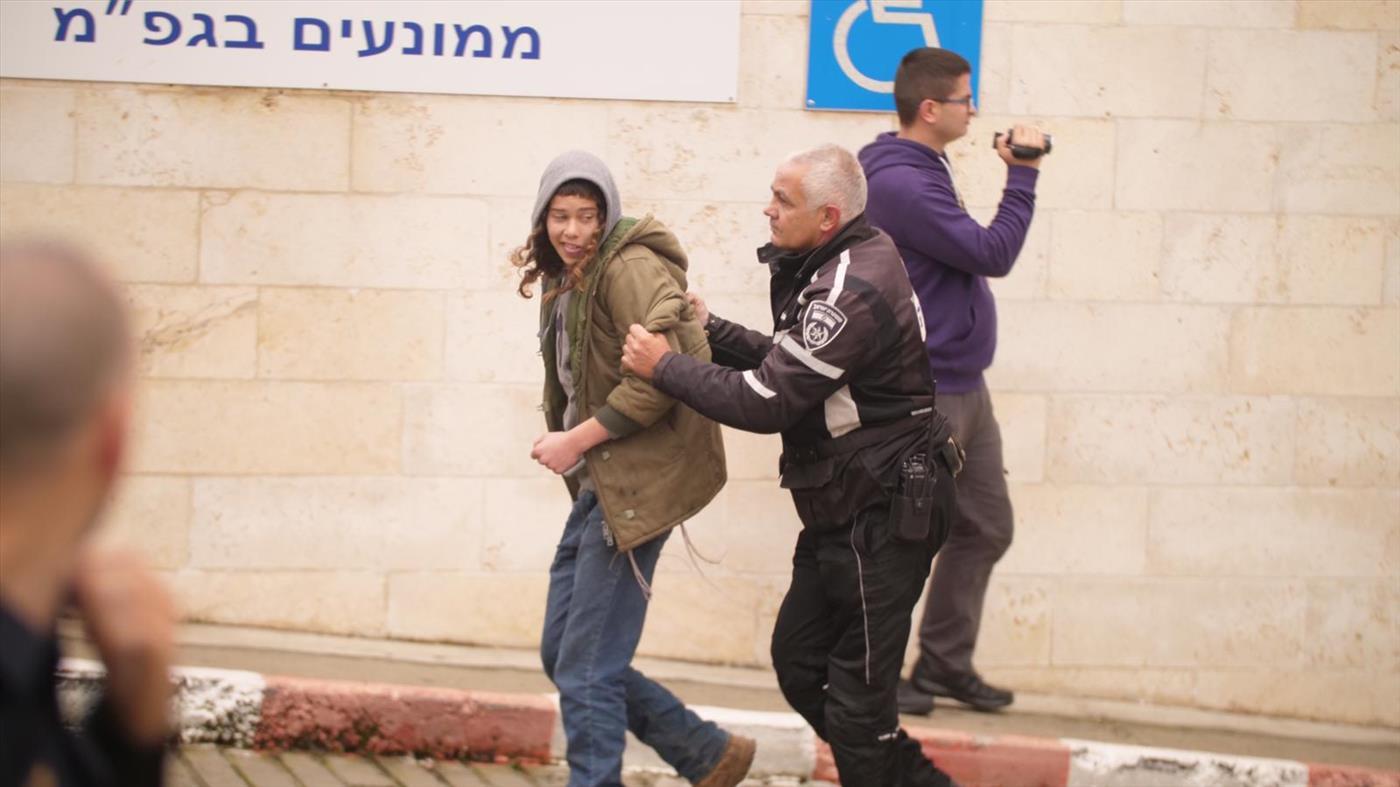 הפגנת תמיכה בקטין מחוץ לבית המשפט. ארכיון  (צילום: אברהם שפירא)