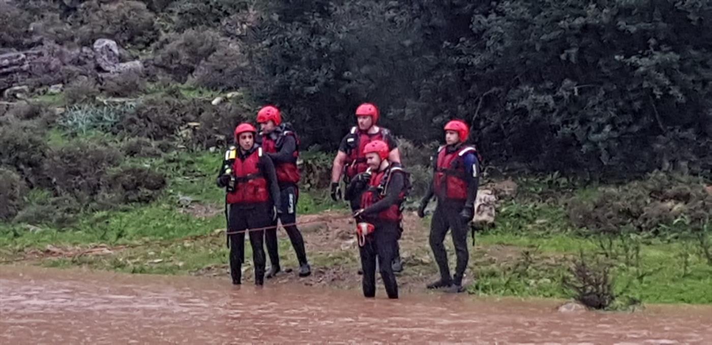 """כוחות חילוץ נערכים לחילוץ מנחל סוער הבוקר (צילום: דוברות כב""""ה)"""