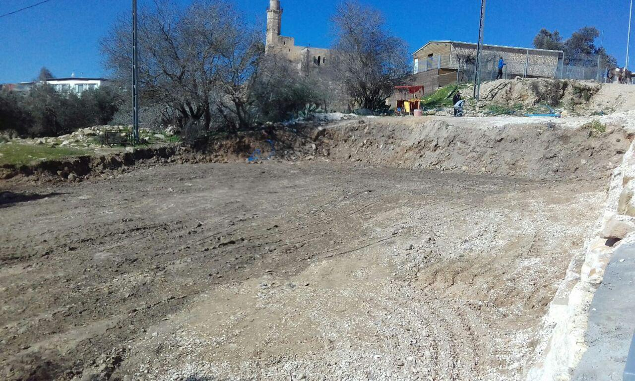 החניון הבלתי חוקי בקבר שמואל  צילום: רגבים