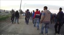 תיעוד: יהודי מותקף באבנים בהלווית ערבי שנהרג