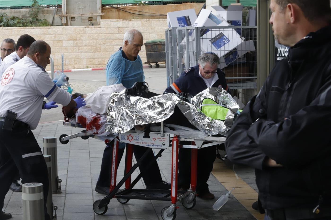 הגעת הפצועים לבילינסון (צילום: איתן אלחדז TPS)