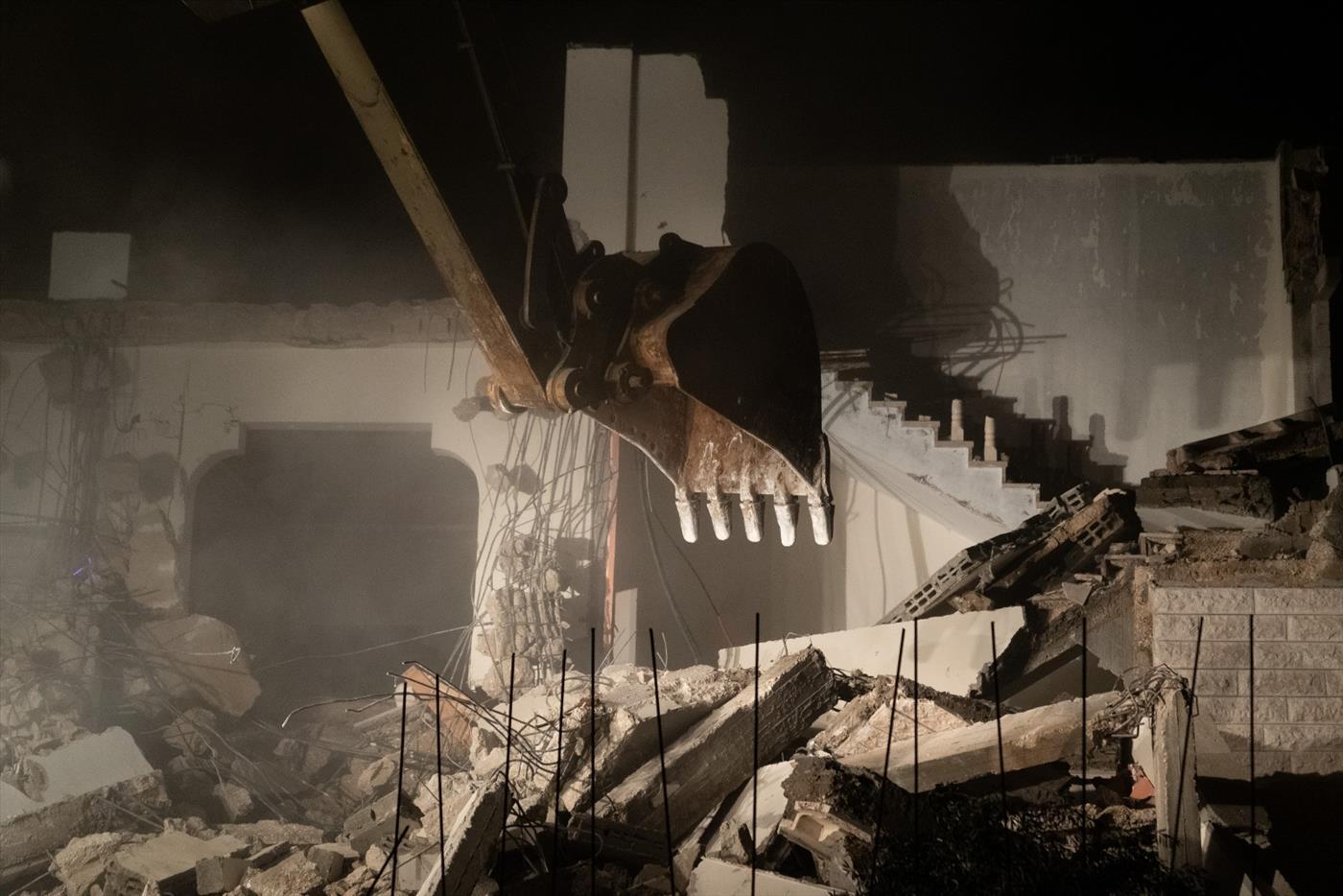 """הריסת בית המחבל הלילה (צילום: דו""""צ)"""