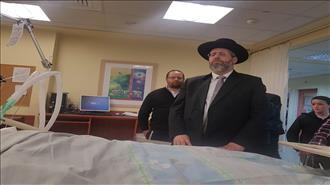 מאות יהודים הפגינו - הרב אטינגר במצב קריטי