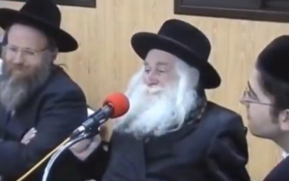 """""""הסבא"""" עם הרב שמידט  (צילום מסך)"""
