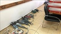 """צפו: מעצר בדואים שגנבו ציוד בשווי מאות אלפי ש""""ח"""
