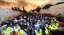 ראש עיריית ירושלים בפתח הר הבית: מתפללים לבניין המקדש