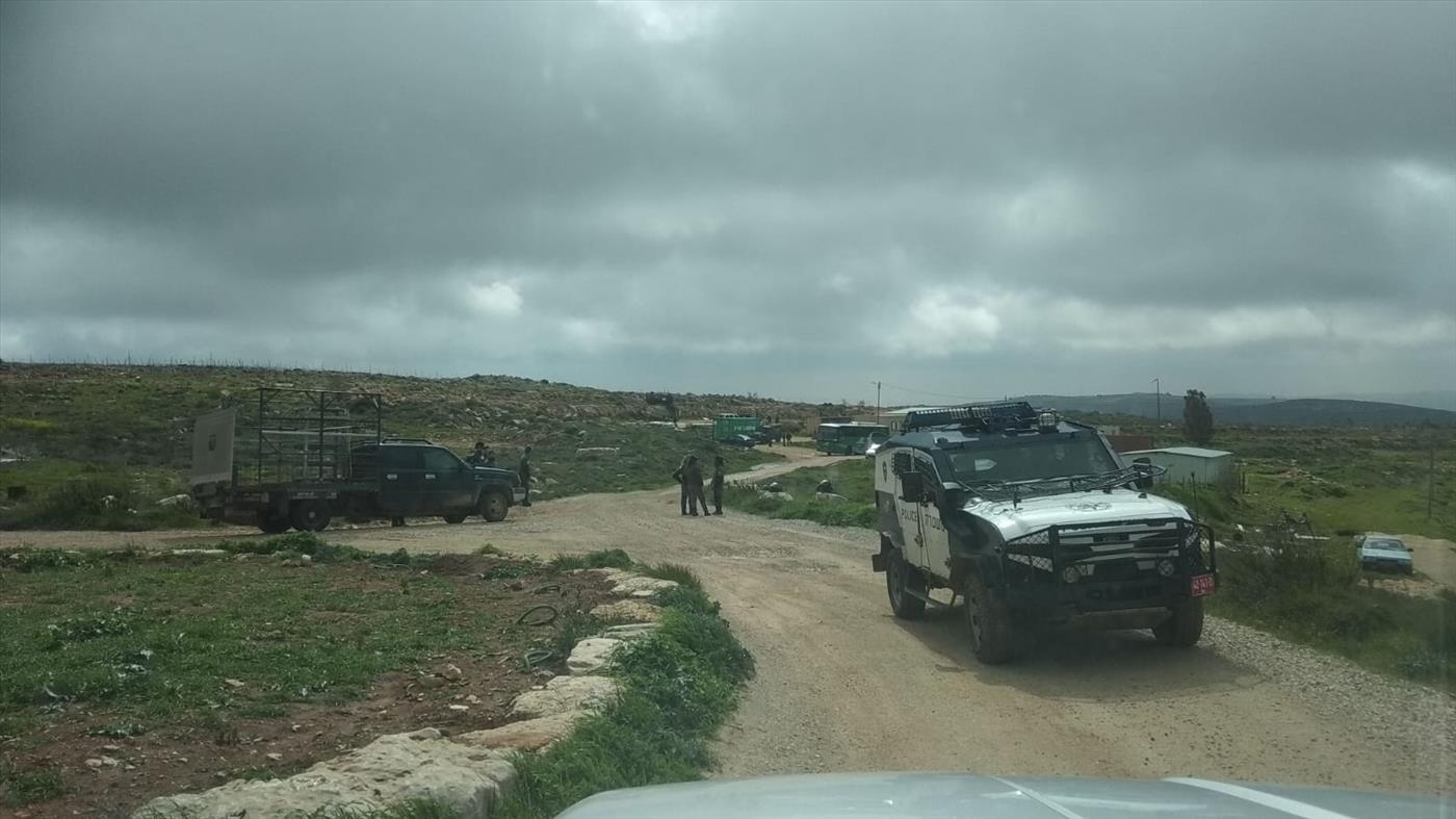 כוחות ההרס בכניסה לגבעה (צילום: TPS)