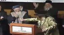 """צפו: הרב אליהו והאדמו""""ר מקאליב באמירת שמע ישראל"""