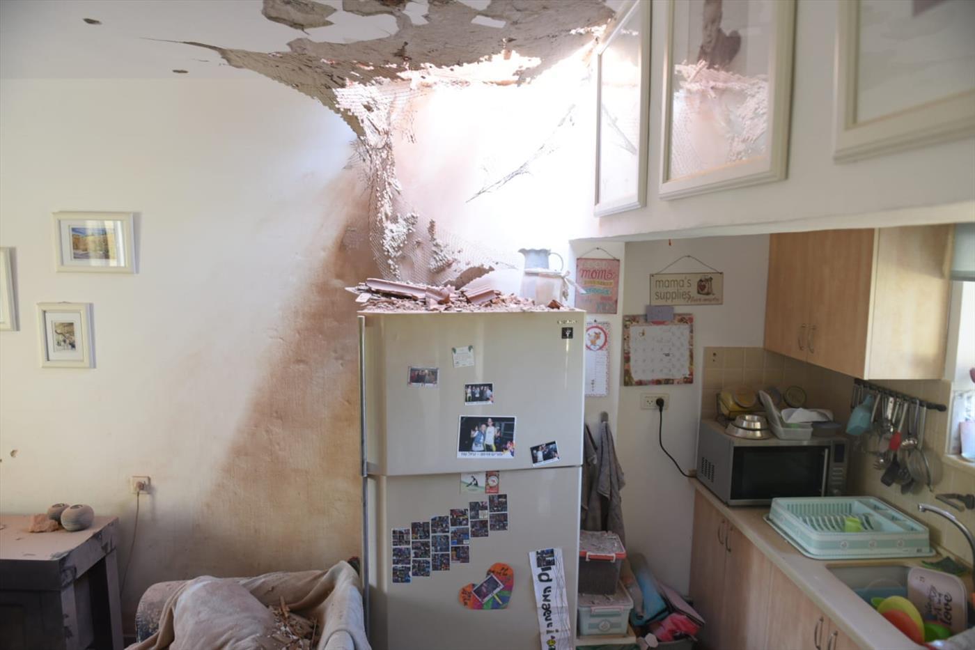 בית בעוטף עזה שנפגע מרקטה (צילום: קובי ריכטר TPS)