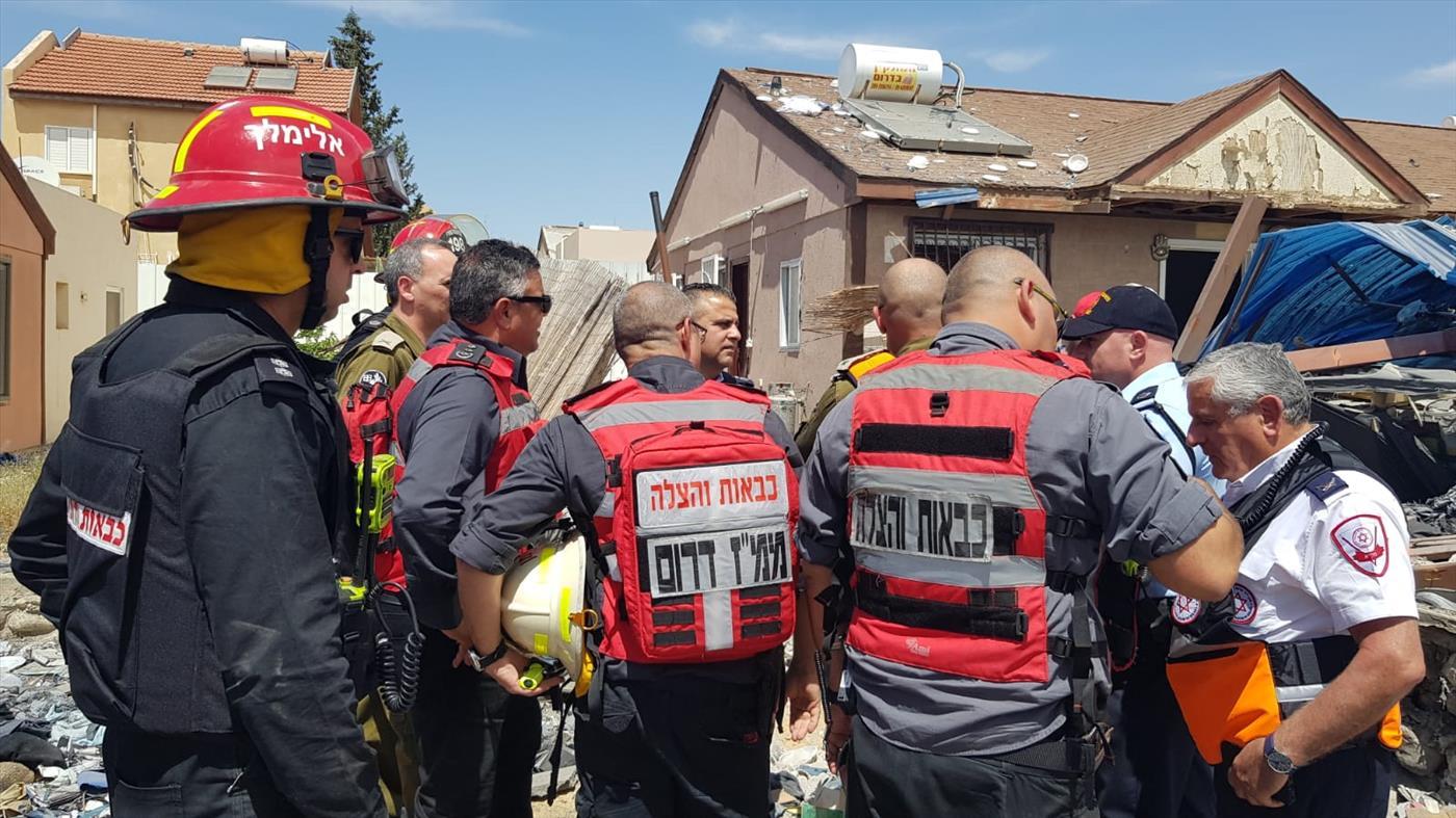 """בית שנפגע בבאר שבע (צילום: דוברות כב""""ה דרום)"""