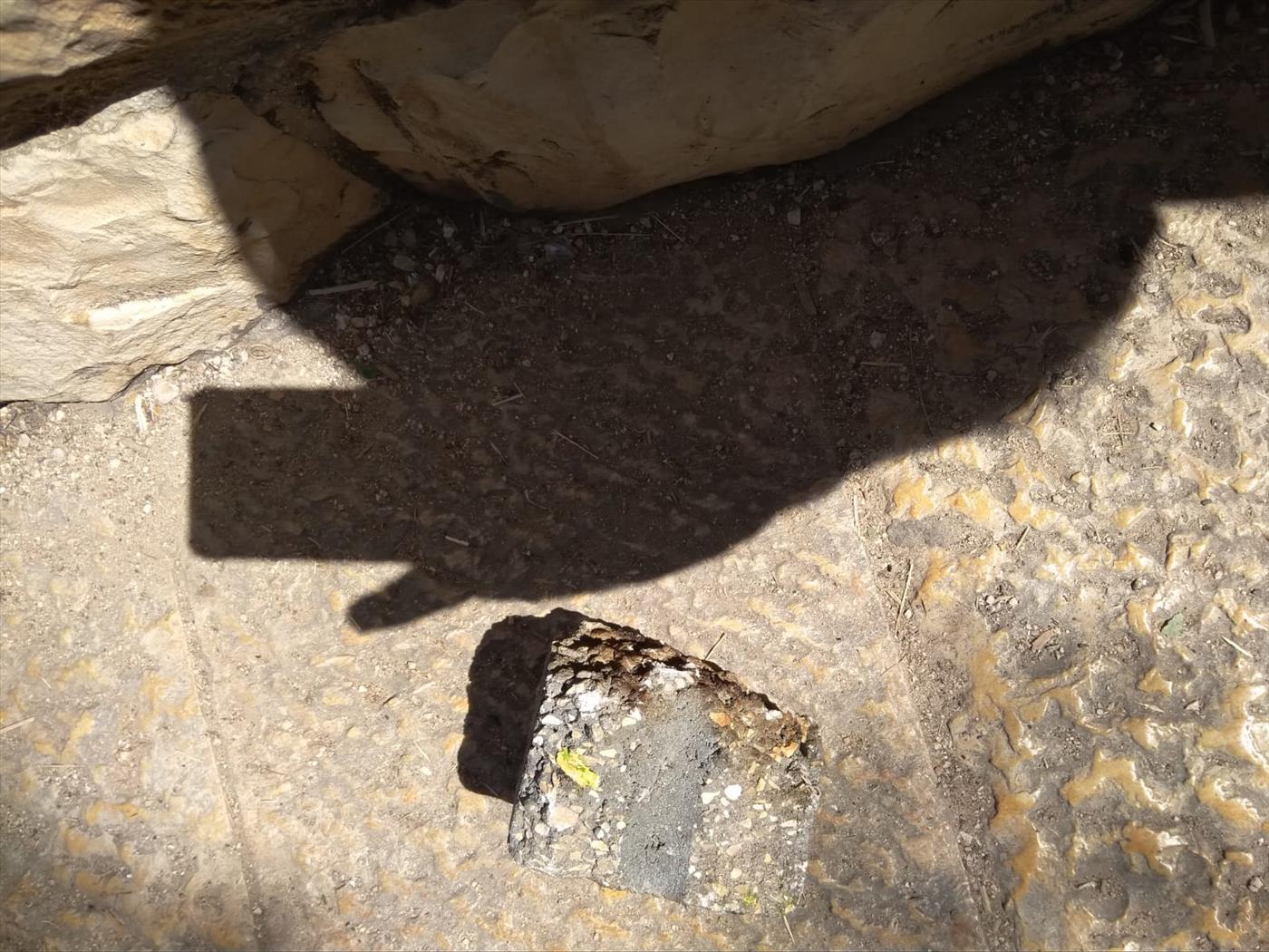 האבן שהשליכו הערבים צילום: צוות הרובע היהודי