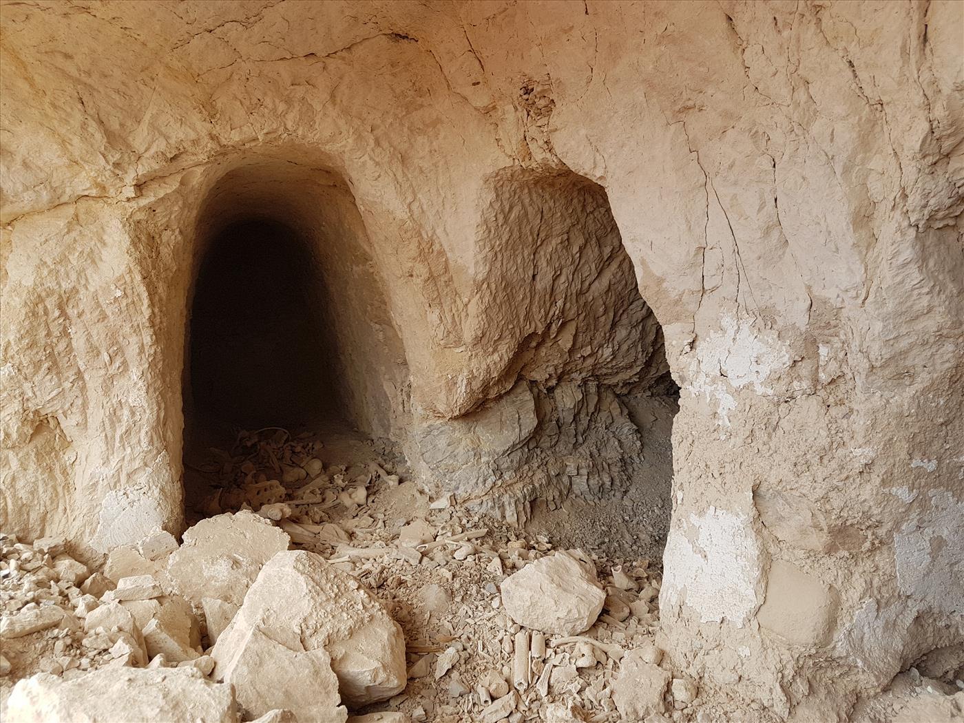 יריחו: ערבים אטמו מערות קבורה בבטון