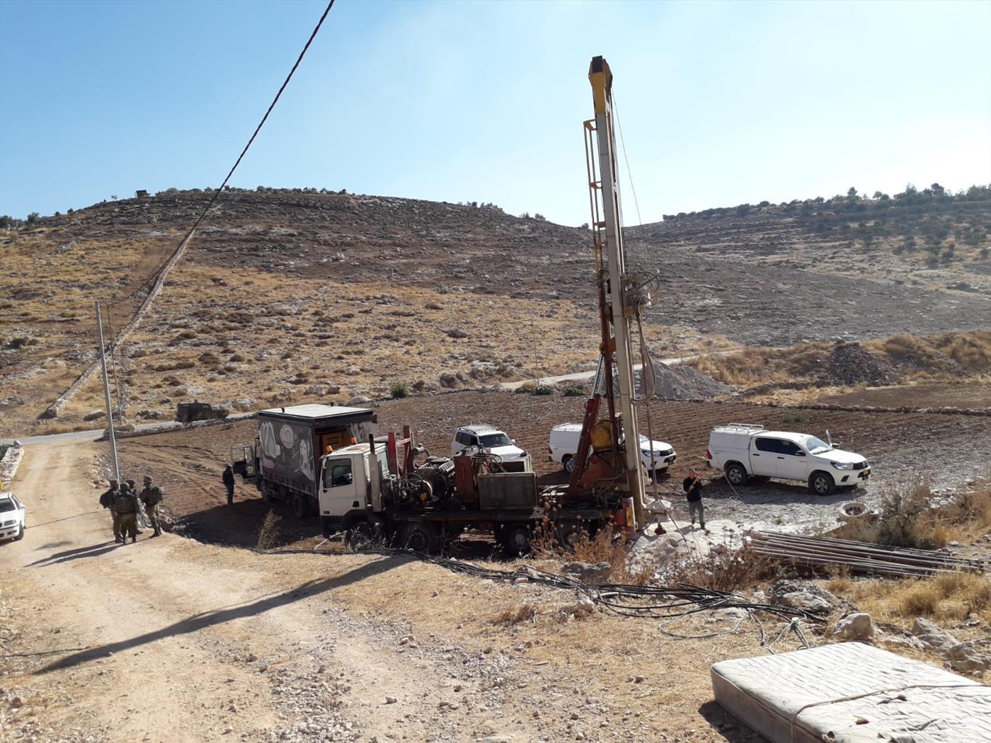 אתר קידוח לא חוקי (צילום: משטרת ישראל)