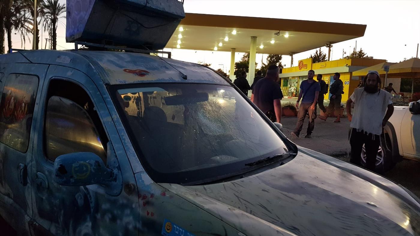 נוסעים הותקפו בידי ערבים ורכבם נרגם באבנים בבנימין