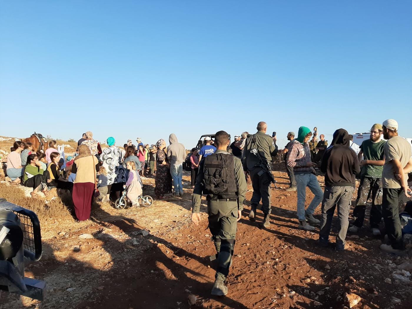 מחאת תושבים בשטח הבנייה  (צילום: גאולת ציון בחזון ובמעש)