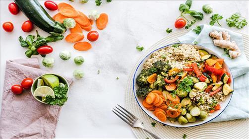 האם שינוי תזונה מעל גיל 60 מומלץ?
