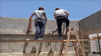 """""""למרות הפרשי המחירים - אנחנו שמחים שבחרנו בעבודה עברית"""""""