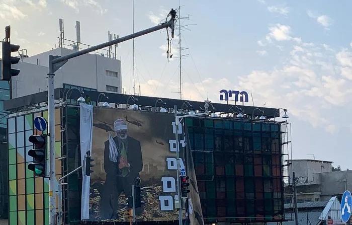 """עיריית תל אביב הסירה את שלטי """"הנצחון"""" בעיר"""