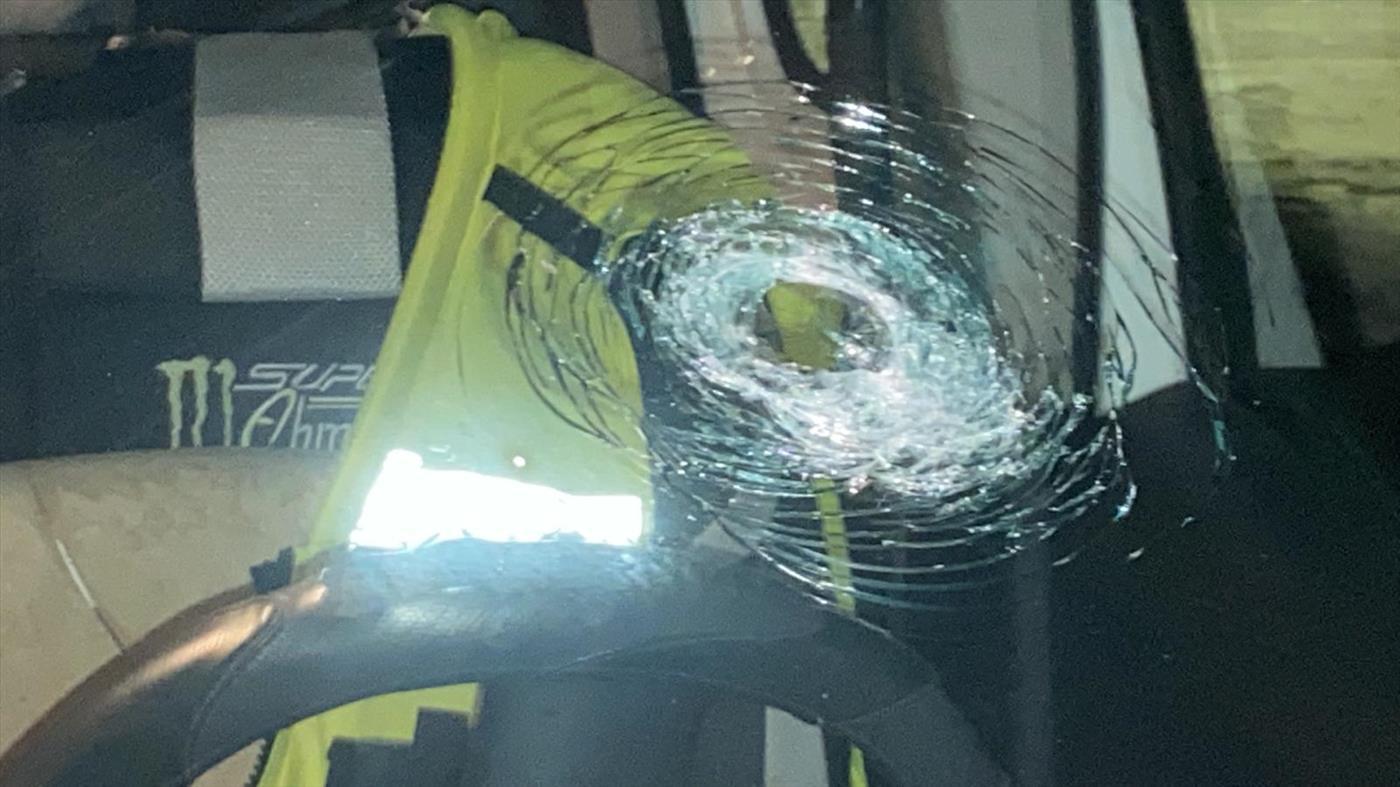 """נזק שנגרם לרכב השבוע, מאבנים שיידו ערבים (הצלה ללא גבולות יו""""ש)"""