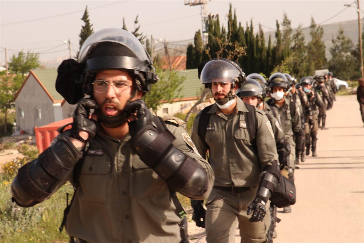 כוחות ההרס ביצהר (צילום: אלעזר ריגר)
