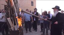 הרב יצחק גינזבורג מדליק את האש