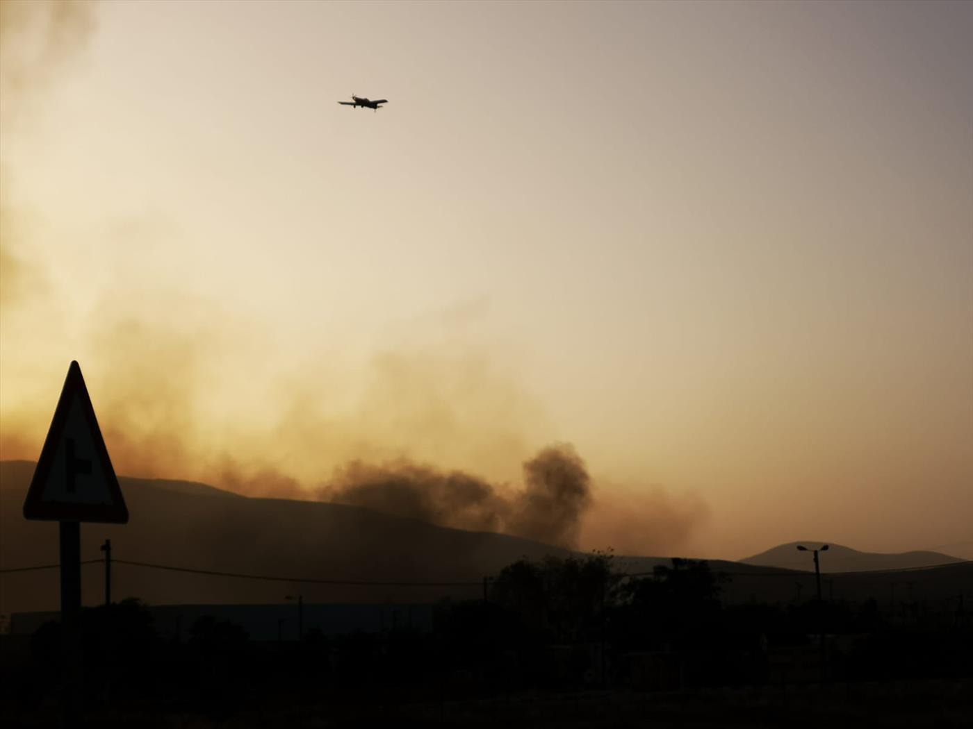 מטוס כיבוי פועל בבקעת הירדן (tps)