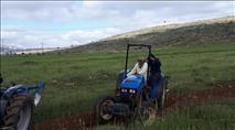 צפו: ערבים השחיתו שדה חקלאו ודרסו חקלאי