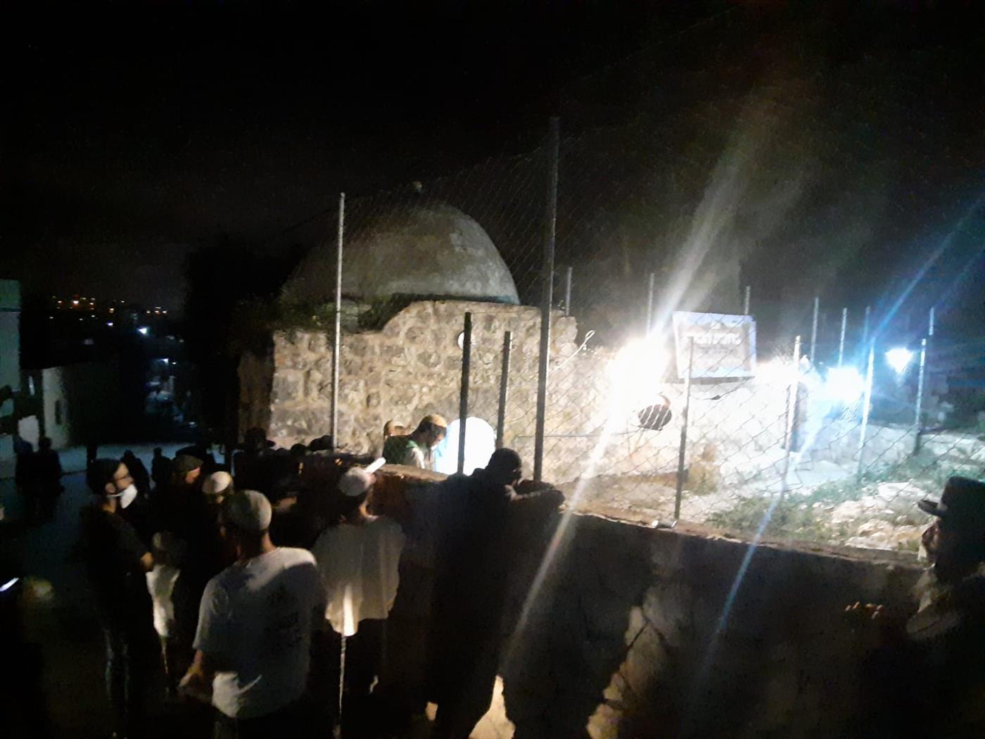 יהודים מתפללים בקברו של יהושע בנון בכיפל-חארס בשומרון. ארכיון (איתן שויבר, tps)
