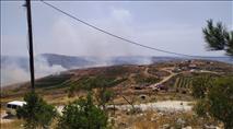 השוטרים מנעו מתושבים לכבות שריפה שהציתו ערבים