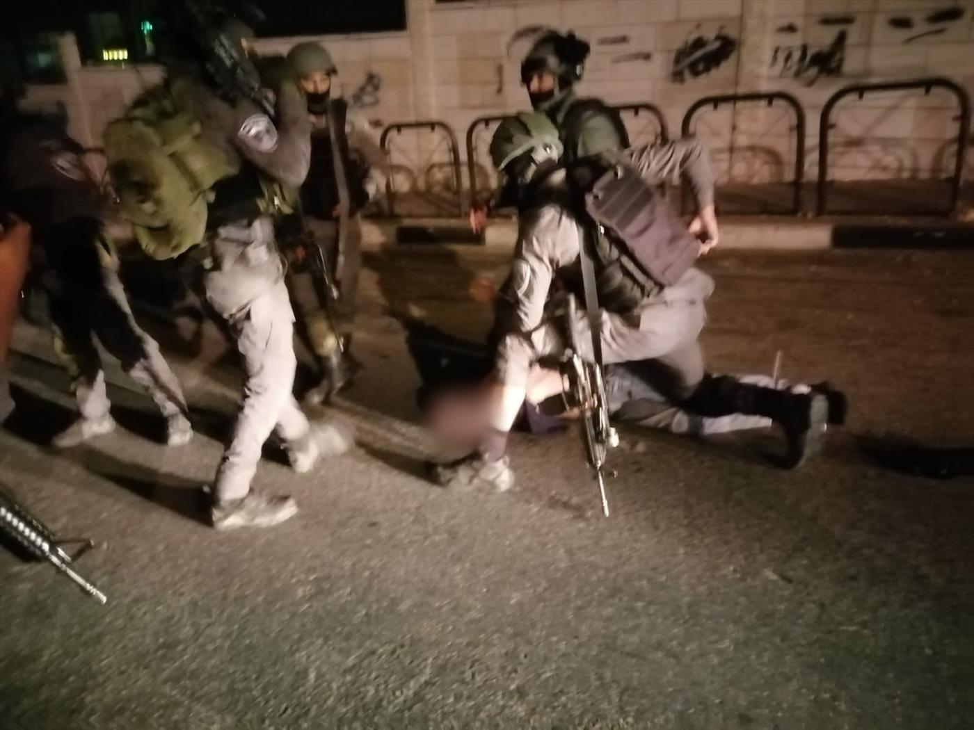 מעצרו של החשוד בגניבת הרכב ופציעת השוטרים (דוברות המשטרה)