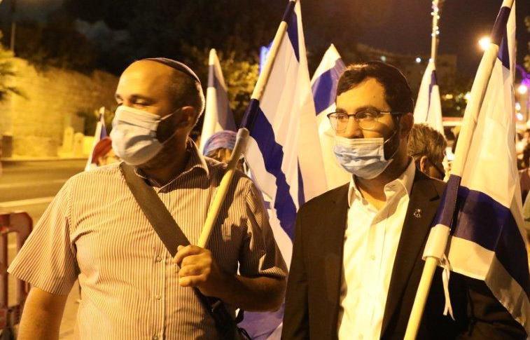 חברי מועצת ירושלים אריה קינג ויוני יוסף בצעדת 'נשים בירוק' (גרשון אלינסון)